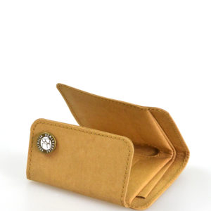 wallet made of durable washable kraft paper fabric